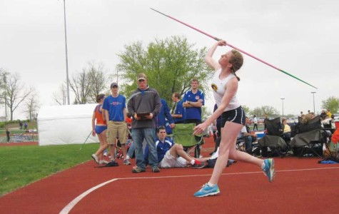 Outdoor track and field teams compete at UW-River Falls, UW-Platteville