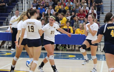 Blugold volleyball falls to ranked opponent
