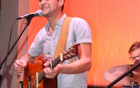 Matt Hires rocks new and old songs at UW-Eau Claire
