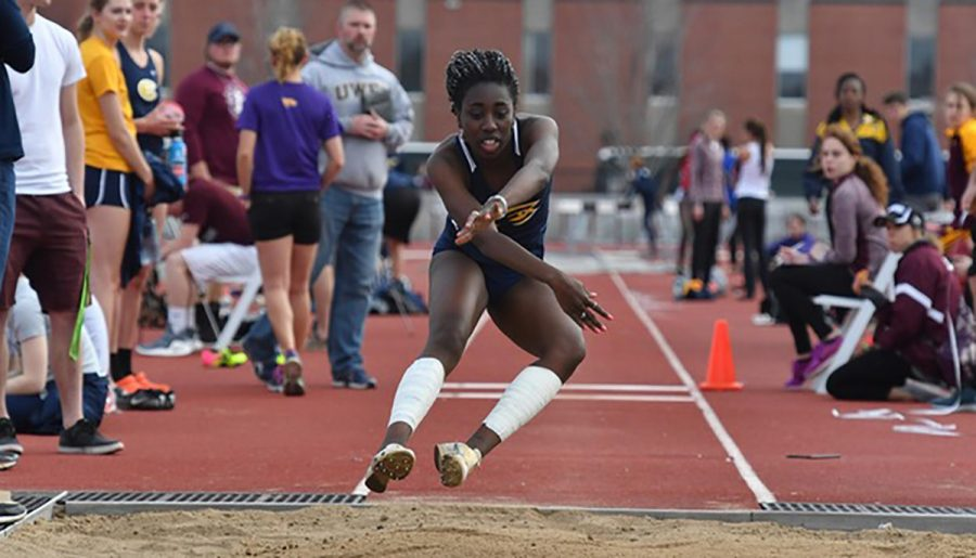 Stephanie+Frempong-Longdon+continued+her+strong+performance+in+the+triple+jump%2C+scoring+second+place+with+36-11+1%2F2.+