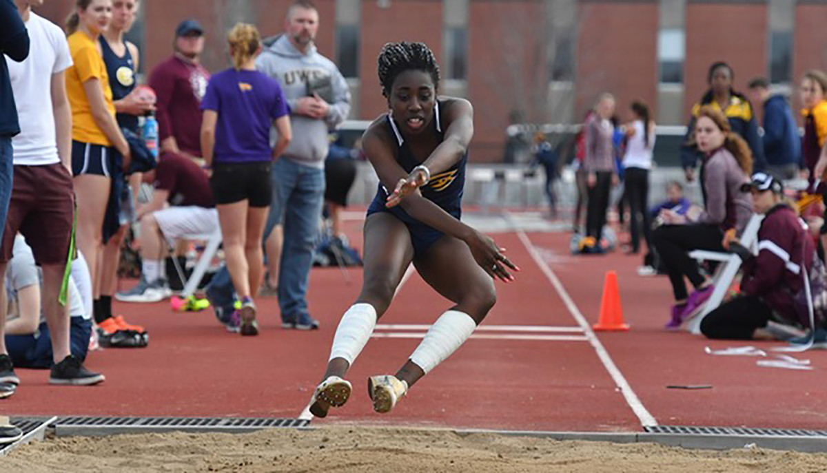 Stephanie Frempong-Longdon continued her strong performance in the triple jump, scoring second place with 36-11 1/2.