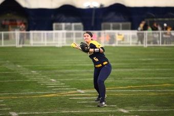 Women's softball splits doubleheader in Iowa