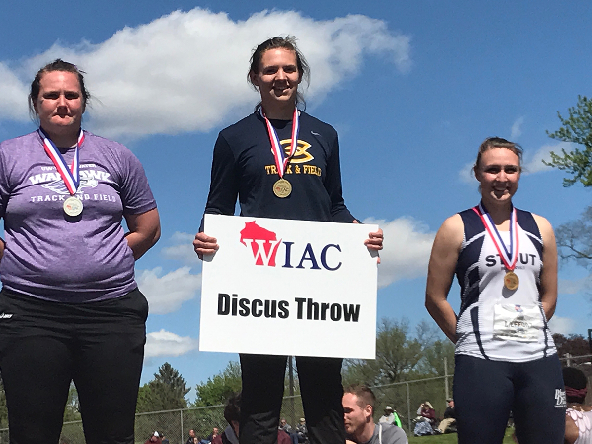 Erica+Oawster%2C+a+sophomore+on+the+track+and+field+team%2C+is+currently+ranked+fifth+in+the+nation+for+discus+and+doesn%E2%80%99t+plan+on+stopping+there.