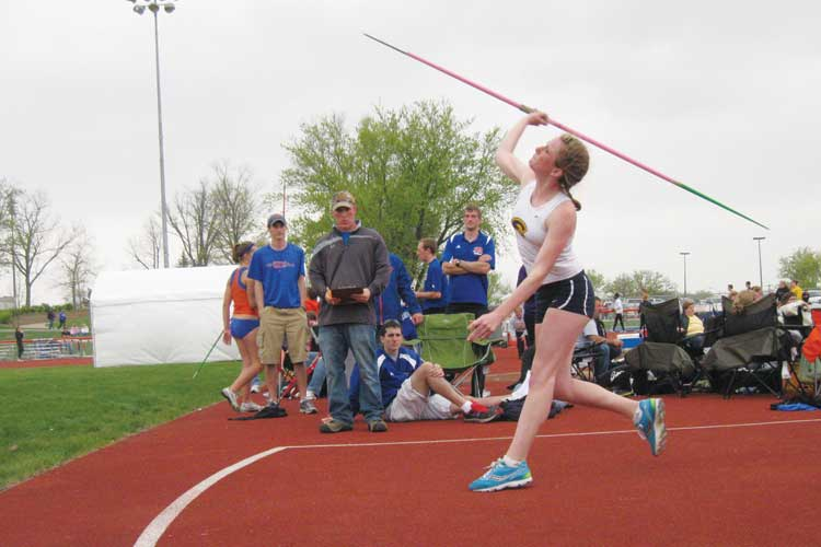 Outdoor+track+and+field+teams+compete+at+UW-River+Falls%2C+UW-Platteville