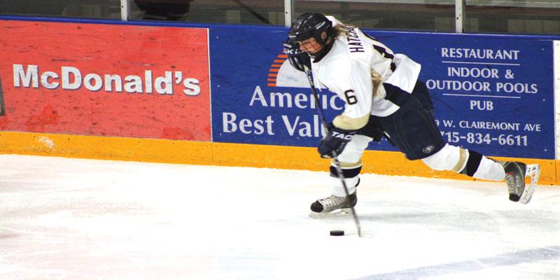 Womens+hockey+takes+home+victory.