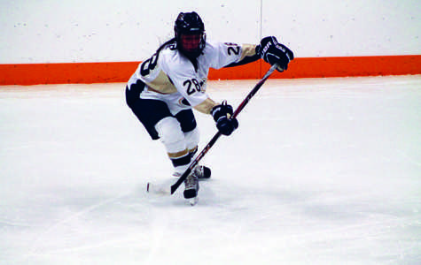 Women's hockey finds range before showdown
