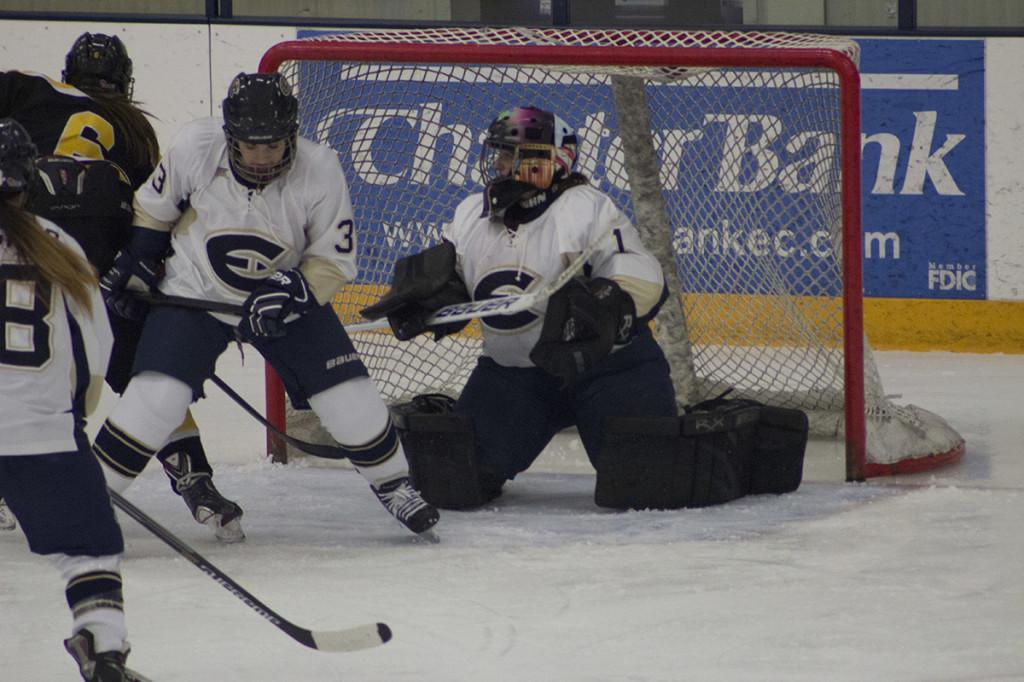 Women's hockey drops game to No. 7 River Falls