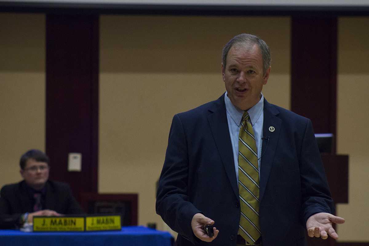 Chancellor Schmidt updates Student Senate on budget info.