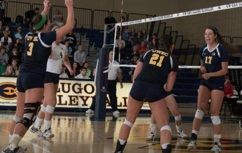 Blugold Volleyball team continues stringing wins together
