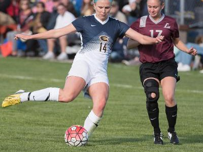 Women's soccer falters against Warhawks