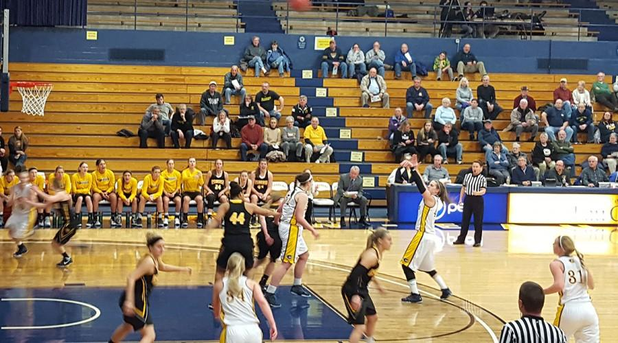 Blugold women's hoops keeps season alive with WIAC tournament win over Warhawks