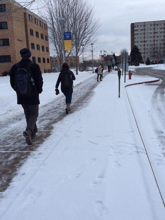 UW-Eau Claire students brave the cold while walking to class from their dorms