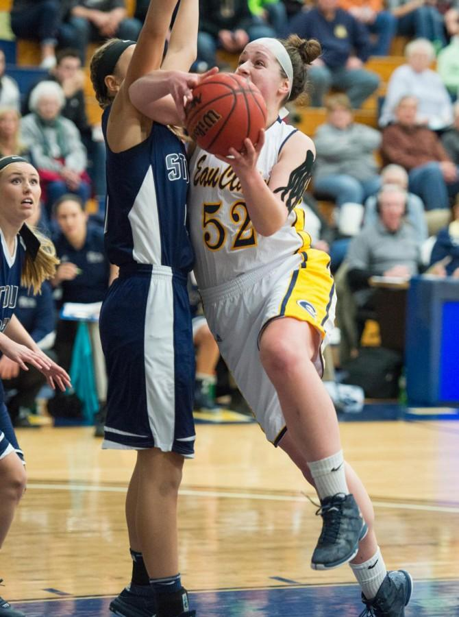 Sophomore+transfer+student+is+conference%E2%80%99s+leading+scorer+in+first+Blugold+season