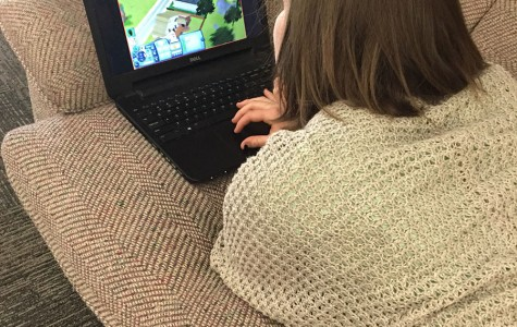 Hultman plays Sims in The Spectator office one hour before her deadline