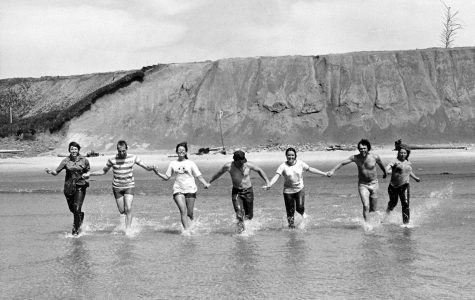 "One of the goals of NSE is ""seeing the United States and experiencing its diversity of cultures, values and lifestyles."" In the picture are students on a field trip to the West Coast in 1972."
