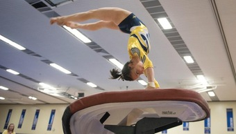 Blugold women's gymnastics struggles to stick the landing