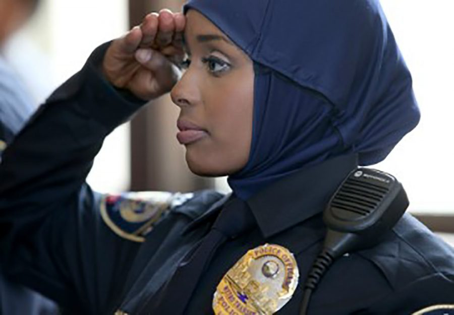 Kadra+Mohamed+is+Minnesota%E2%80%99s+first+hijab+wearing+policewoman+and+the+first+Somali+female+officer.+She+is+only+21+years+old+and+already+making+history.