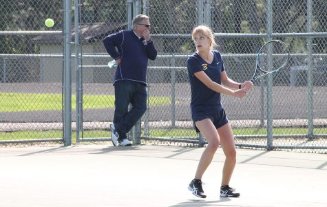Women's tennis swings to victory with home court advantage
