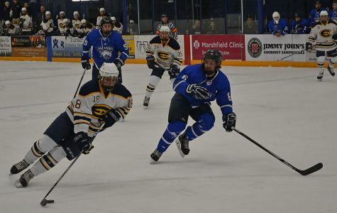 Men's hockey dominates Finlandia University twice on the ice