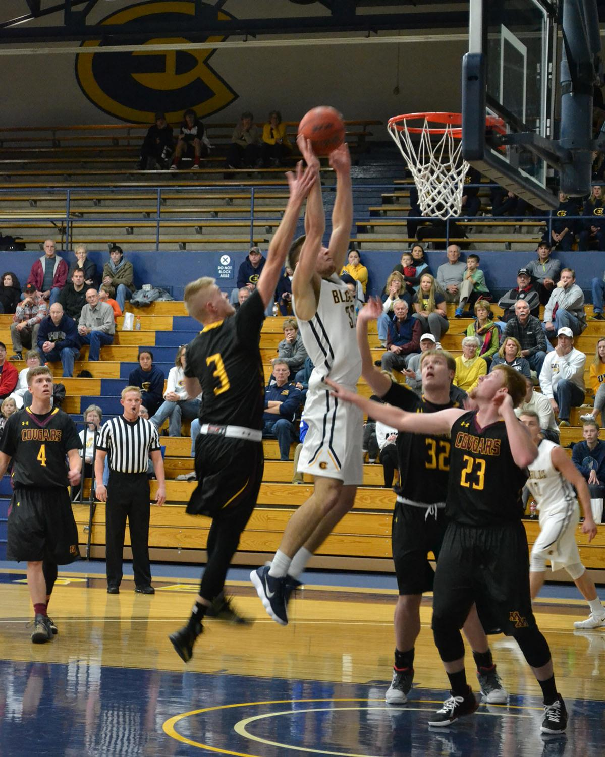 Men's basketball achieved a victory on the road this weekend against University of Minnesota-Morris.