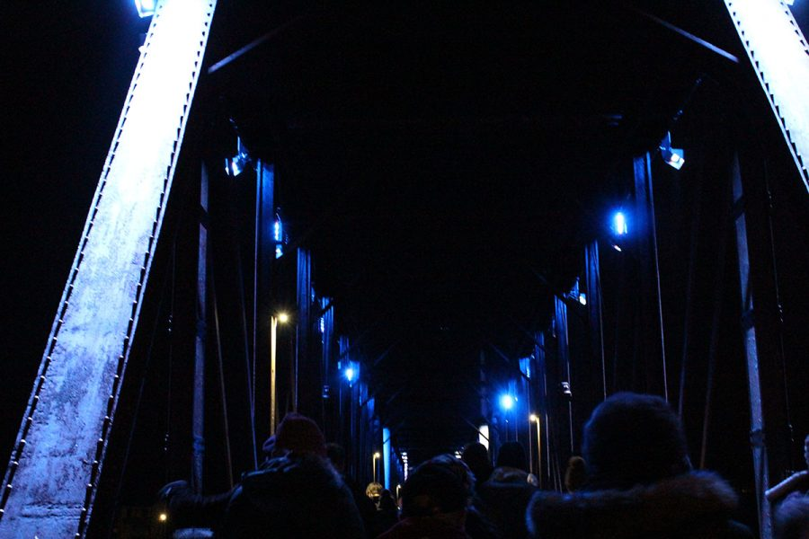 The+Phoenix+Park+footbridge+lit+up+as+people+made+their+way+to+the+Clearwater+Winter+Parade.