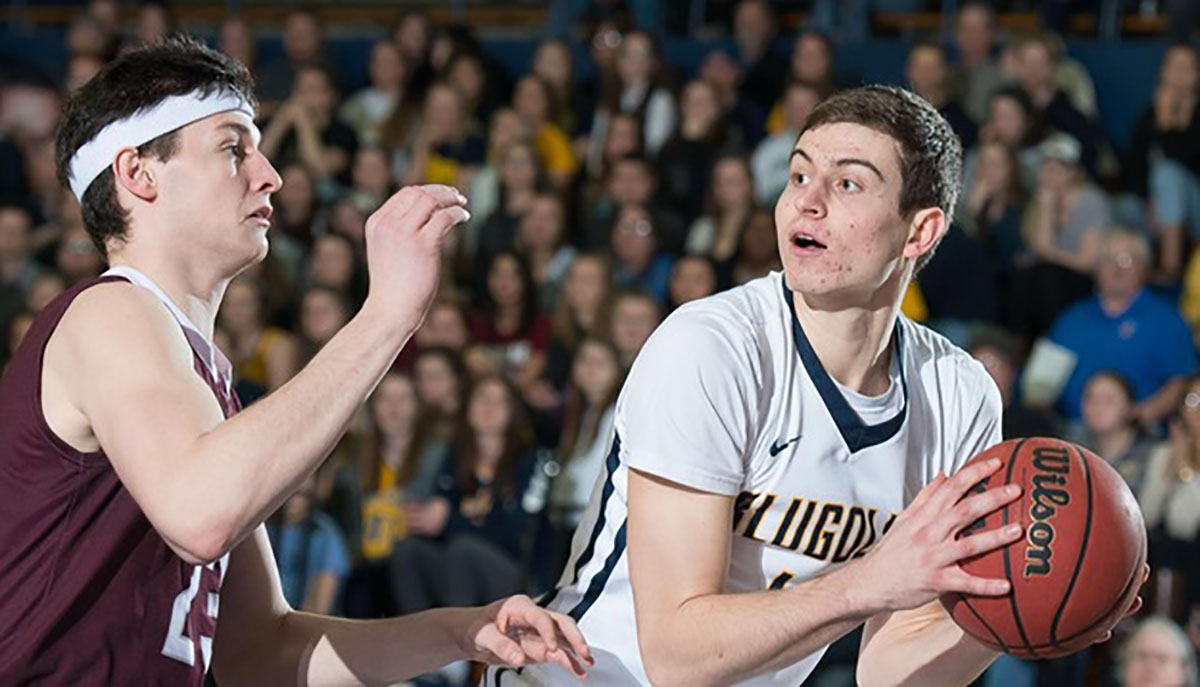 The Blugolds split this past week's games, going 1-1, their overall season record now at 4-3.