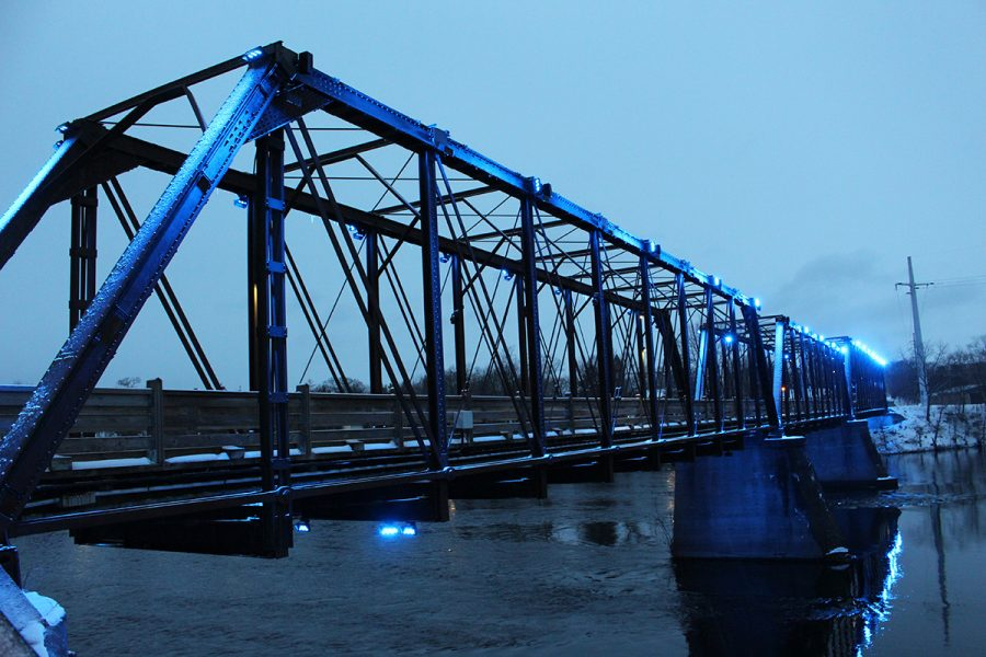 Eau Claire lights it up blue for autism awareness