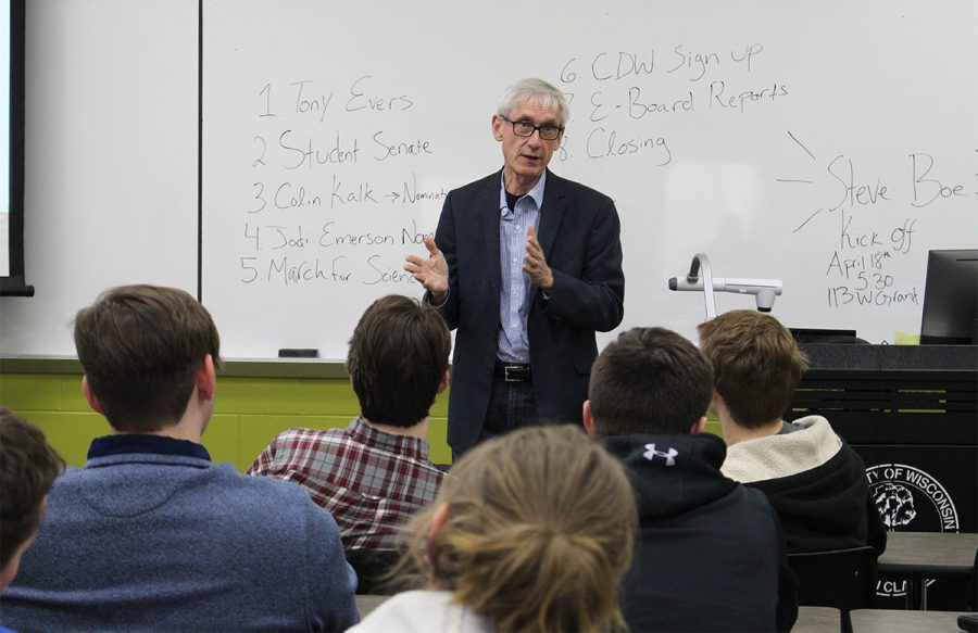 Tony+Evers%2C+a+democratic+gubernatorial+candidate%2C+spoke+of+his+stance+on+public+education+and+other+issues+in+an+event+organized+by+the+UW-Eau+Claire+College+Democrats.%0A