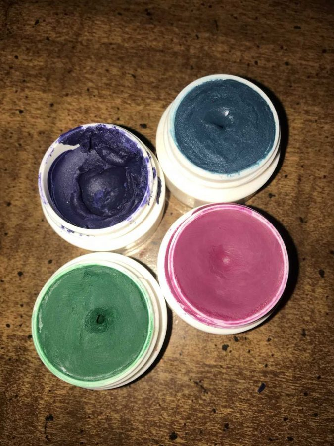 Crayons+make+for+decent-quality+lipsticks%2C+as+long+as+you+add+a+proper+amount+of+coconut+oil.