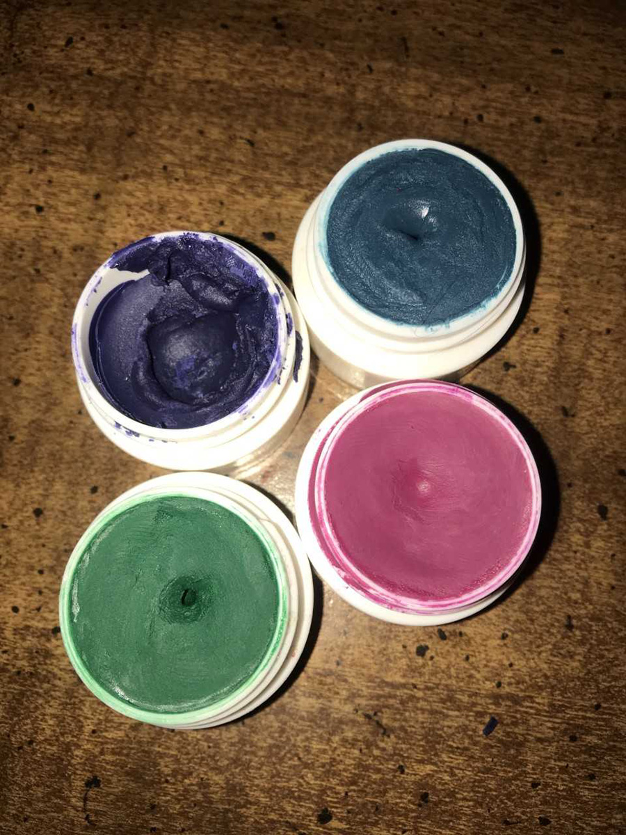 Crayons make for decent-quality lipsticks, as long as you add a proper amount of coconut oil.