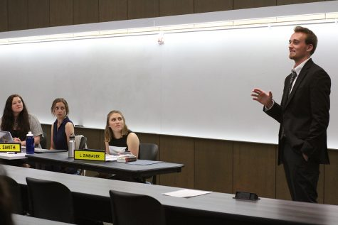 Student Senate tables bill regarding proposed restructuring