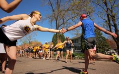 UW-Eau Claire students motivate runners in Eau Claire Marathon