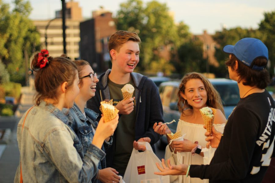 UW-Eau+Claire+students+enjoyed+their+downtown+experience+by+trying+out+Eau+Claire%27s+popular+ice+cream+joint%2C+Ramone%E2%80%99s+Ice+Cream+Parlor.
