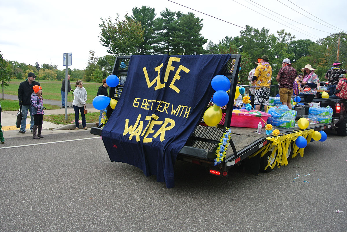 Fourth+and+Water+representatives+handed+out+water+bottles.+Their+floated+boasted+a+sign+that+said+%E2%80%9CLife+is+Better+with+Water.%E2%80%9D+