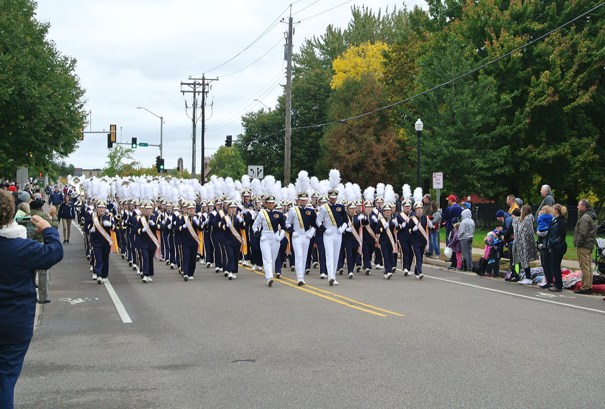 The+UW-Eau+Claire+Homecoming+parade+commenced+with+the+sounds+and+moves+of+the+BMB.+