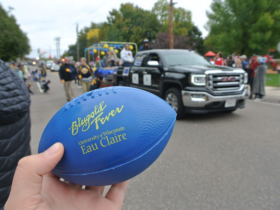 Many+floats+tossed+out+sweets%2C+some+threw+objects+%E2%80%94+likes+these+%E2%80%9CBlugold+Fever%E2%80%9D+footballs+%E2%80%94+into+the+crowd.+
