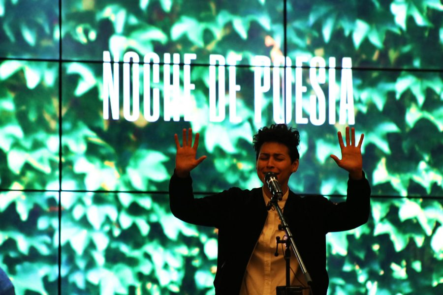 Denice+Frohman+turns+poetry+into+a+performance+during+Noche+de+Poes%C3%ADa.%0A