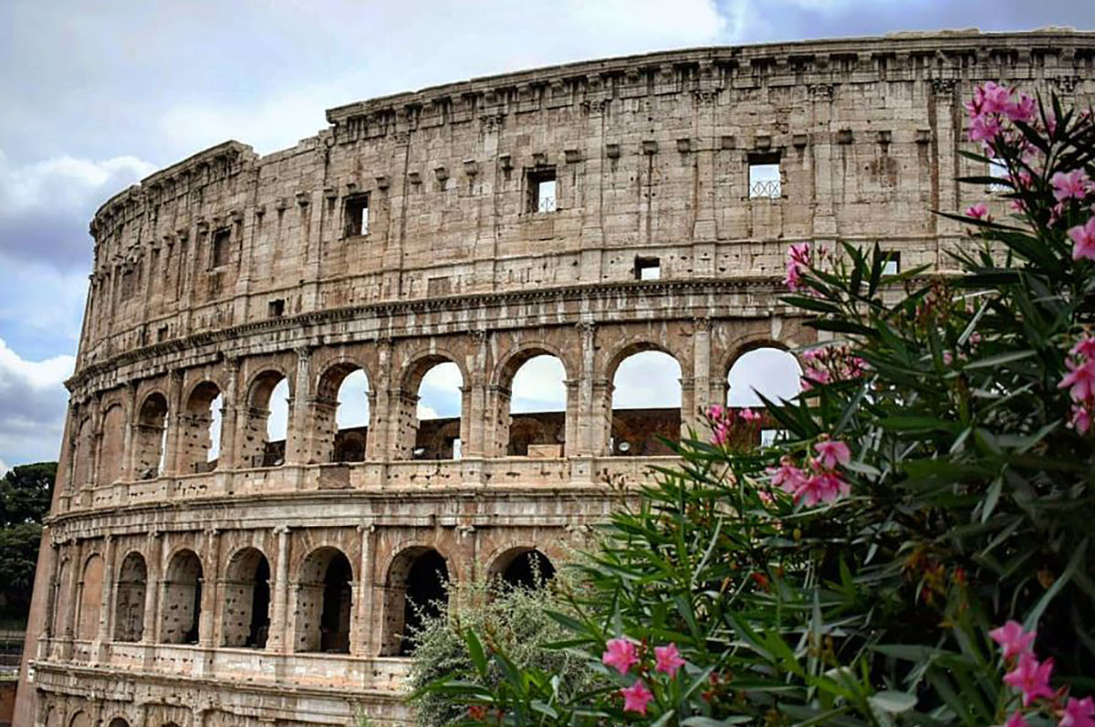 The+famous+Colosseum+in+Rome%2C+Italy.+Unfortunately+I+did+not+have+the+time+or+the+money+to+enter+inside.