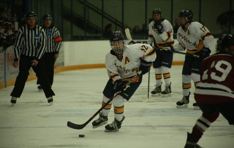 UWEC women's hockey falls short Saturday, rebounds Sunday