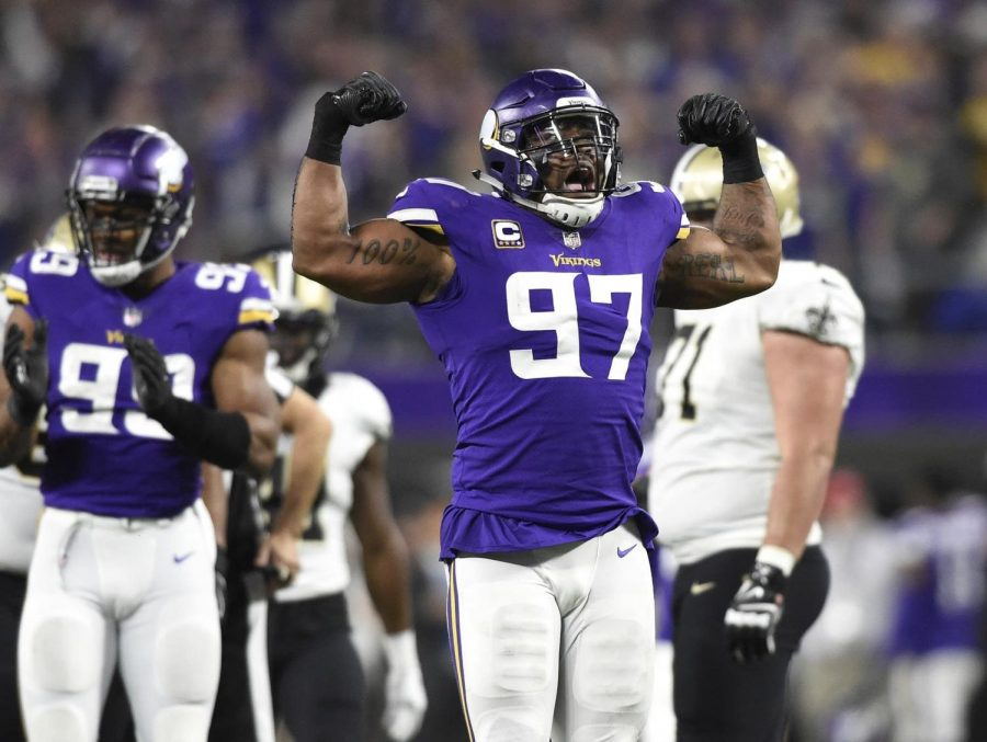 Everson+Griffen+celebrates+a+sack+by+flexing.+