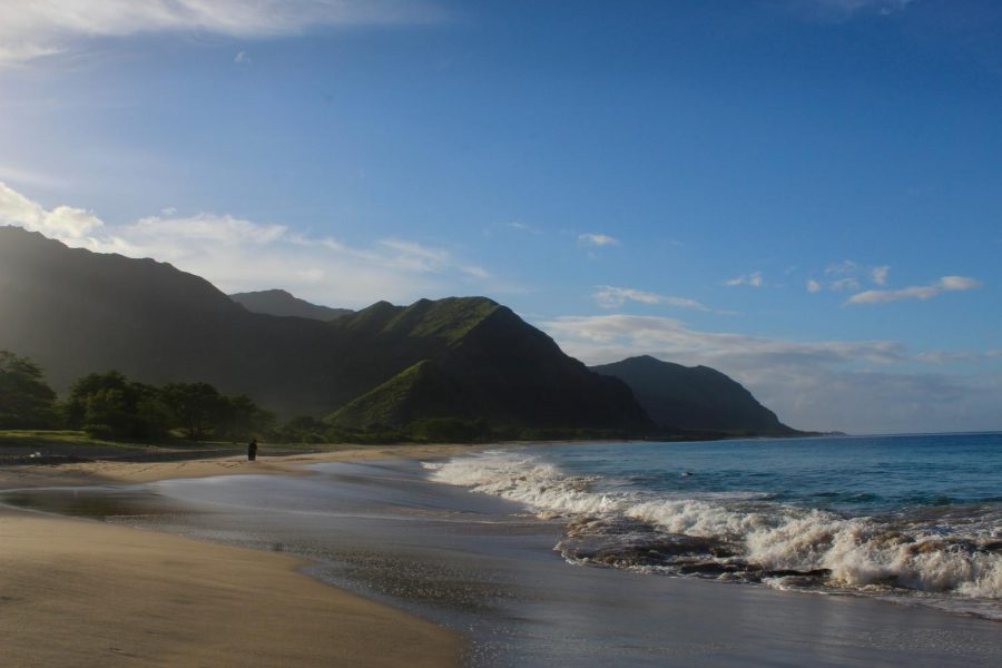 The+sun+rises+over+West+O%E2%80%99ahu+mountains+through+the+humid+air.+