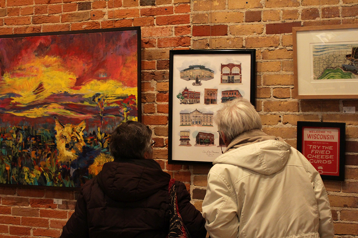 Customers+were+appreciating+the+artworks+displayed+in+the+Volume+One+gallery+on+Saturday.%0A
