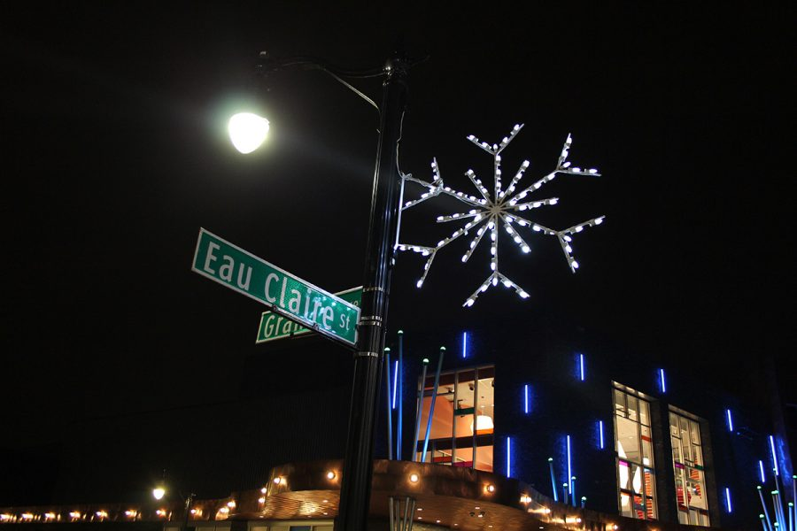 A+twinkling+snowflake+says+hello+at+the+corner+of+Eau+Claire+Street+and+Grand+Avenue.