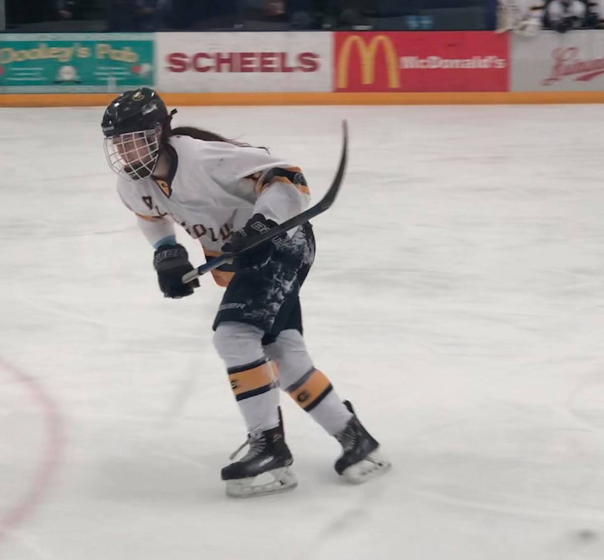 Women's hockey sweeps Stevens Point in semi-final round of WIAC tournament.