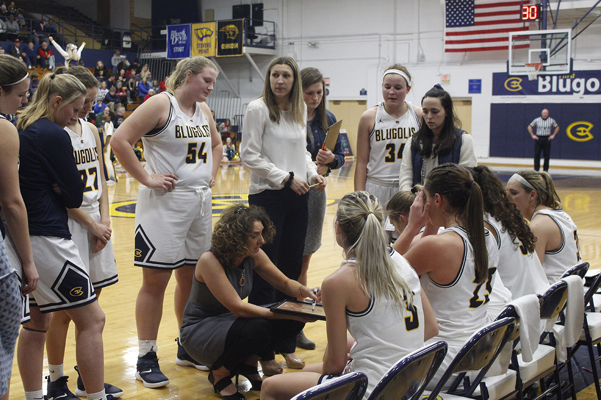 Head coach Tonja Englund discusses strategy with her team as they head into the fourth quarter down 29-39.
