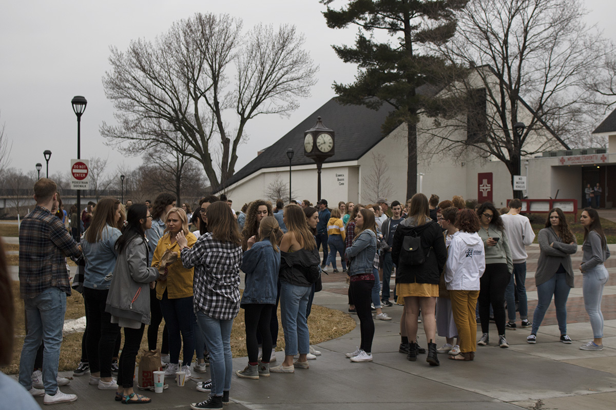 Students+gathered+outside+Zorn+Arena%2C+waiting+for+doors+to+open.+Some+got+there+as+early+as+3+p.m.+for+the+7%3A30+p.m.+concert.+