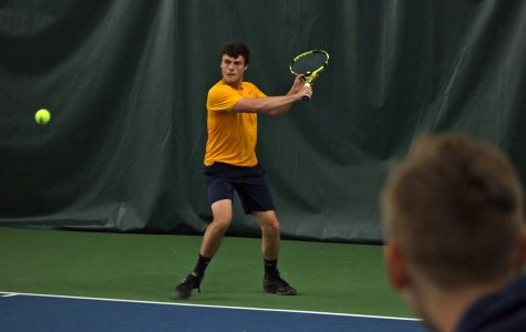 Men's tennis goes 1-1 over the weekend