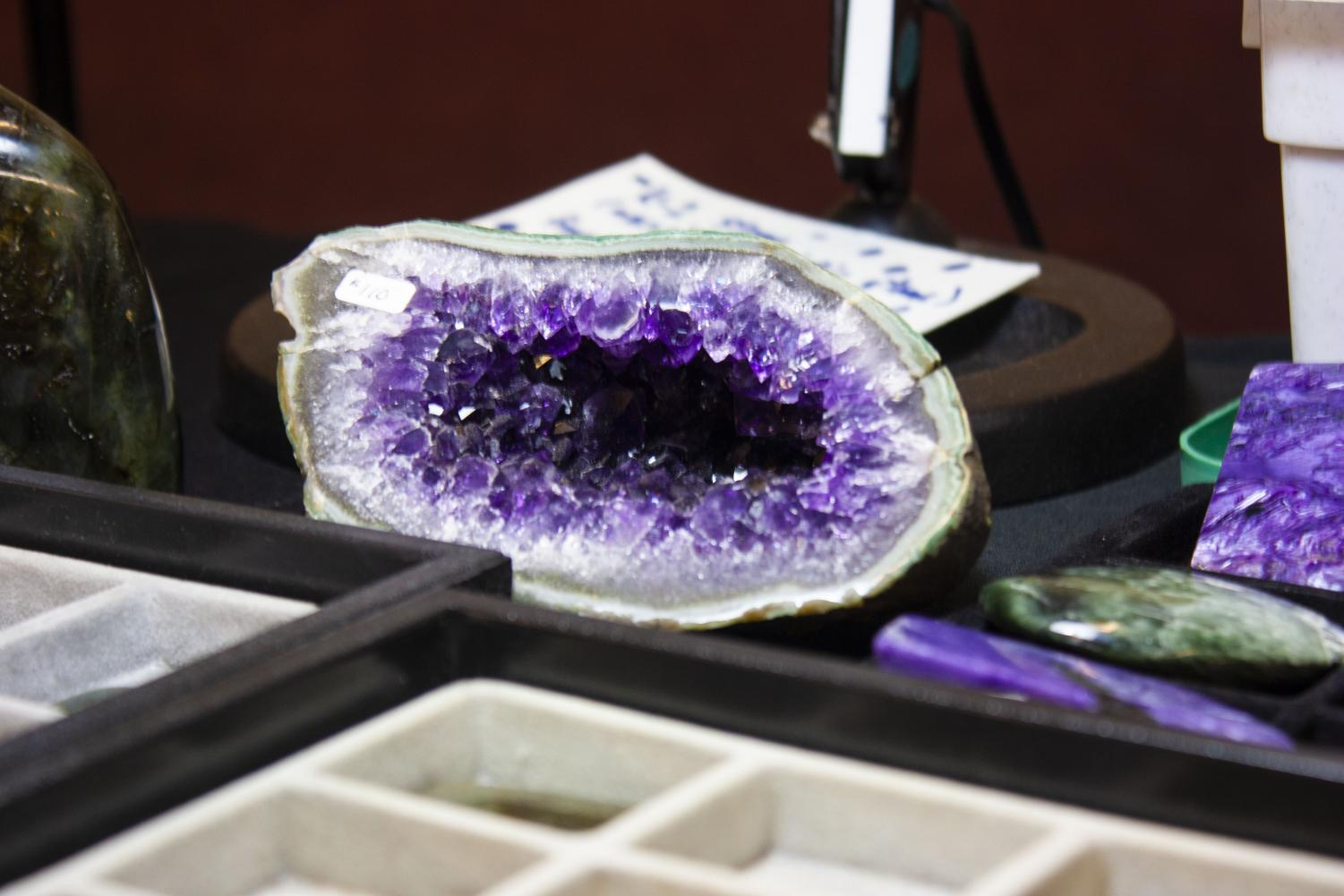 The+purple+crystals+of+this+geode+classify+it+as+an+amethyst.+