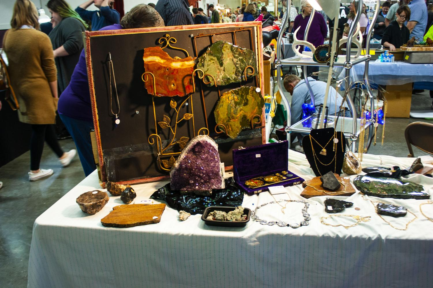 A+display+of+jewelry+and+large+pieces+of+agates+and+geodes+displayed+by+a+vendor+at+the+56th+Annual+Chippewa+Valley+Gem+and+Mineral+Society+show+and+sale.