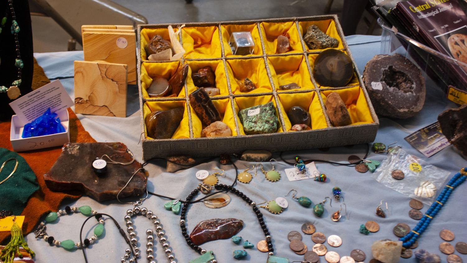 The+Eau+Claire+expo+center+was+filled+with+colorful+displays+of+rocks%2C+gems%2C+and+jewelry+at+the+56th+Annual+Chippewa+Valley+Gem+and+Mineral+Society+show+and+sale.+